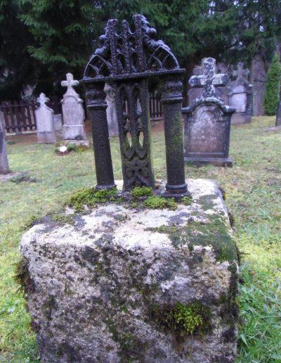 Egy kő az emléksírkertből
