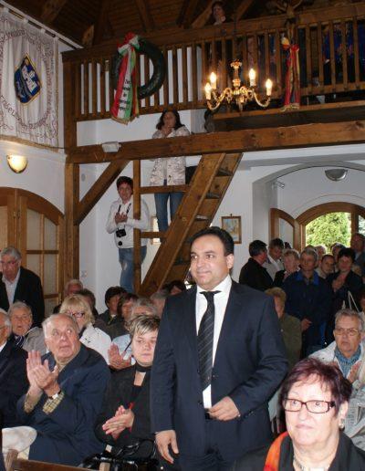 Mága Zoltán hegedűművész megérkezik a kápolnába